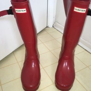 Size 8 cherry red Hunter Boots